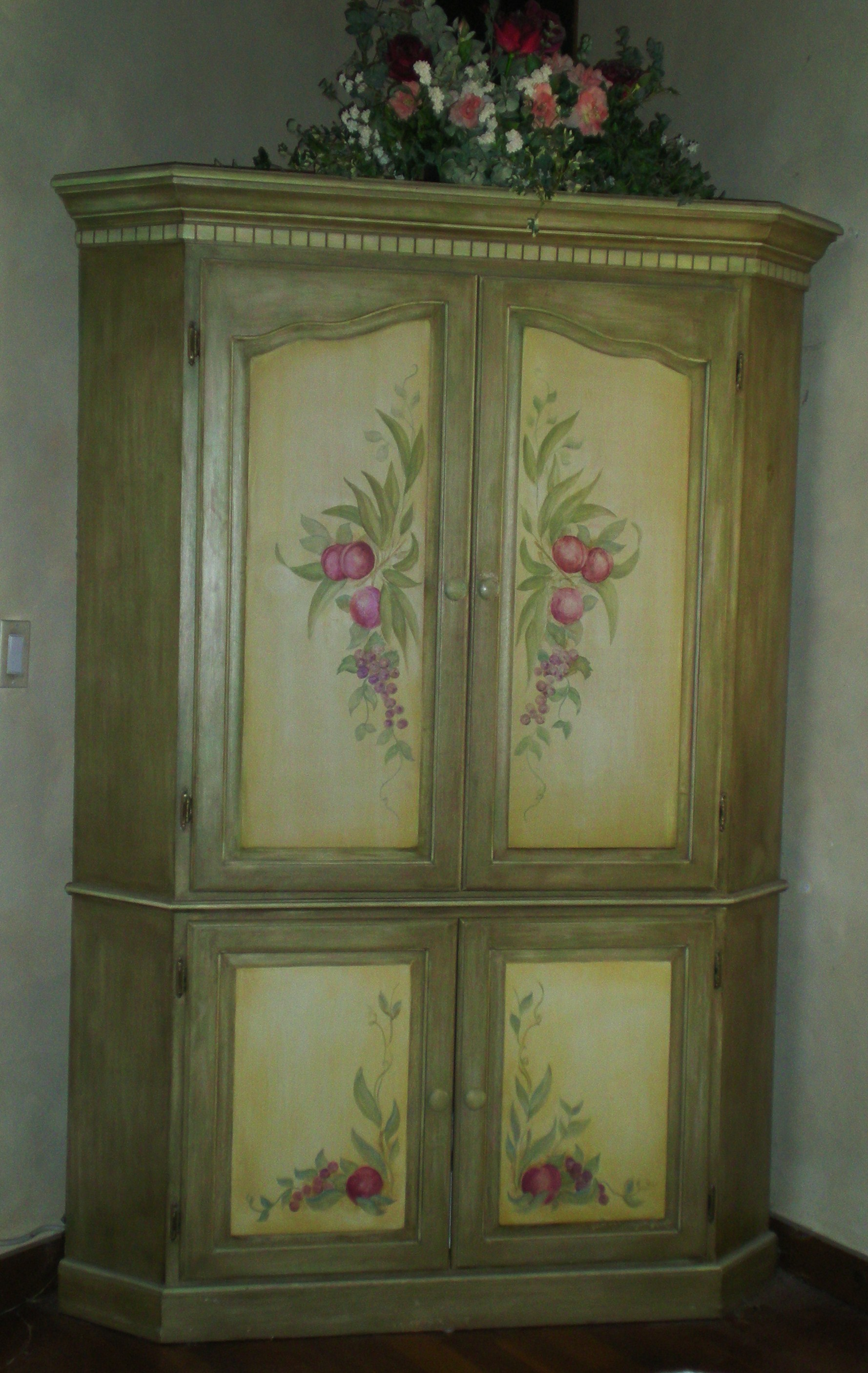 Painted flowers the master 39 s touch decorative painting Images of painted furniture
